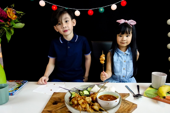 How To Cook Satay Chicken – Ethan and Margaux's Cooking Show (with FoodeeGrocer)